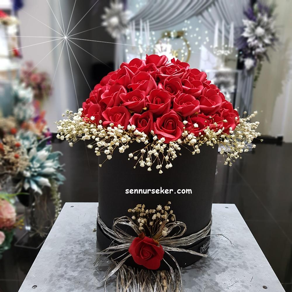 ŞENNUR - Kutuda Kırmızı Gül İsteme Çiçeği 3018
